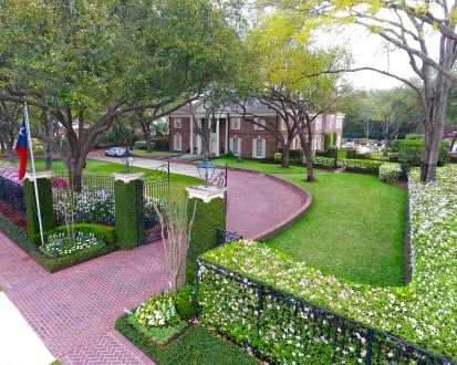 English Estate – River Oaks