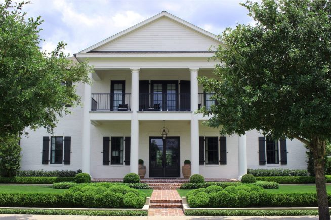 Contemporary Southern Colonial East Shore The Woodlands Moss Landscaping